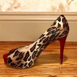 NWOT Guess Cheetah Red Heel Pump